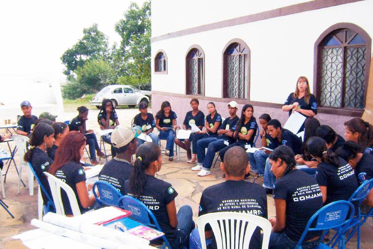 Jovens na gestão democrática.