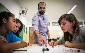 RBA: Aluno com maior nível econômico tem melhores oportunidades nas escolas públicas