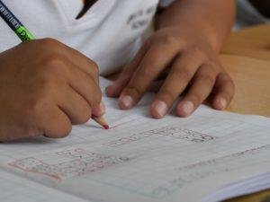 Especialistas alertam que Ideb é insuficiente para avaliar ensino no país