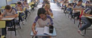29/11/2012 - Alunos do Colégio Estadual Amaro Cavalcanti fazem prova do Saerj. Foto Marcelo Horn