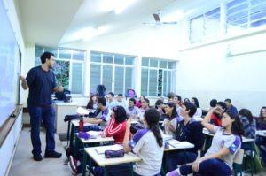Escola Estadual Pedro Álvares Cabral. Alunos em sala de aula.