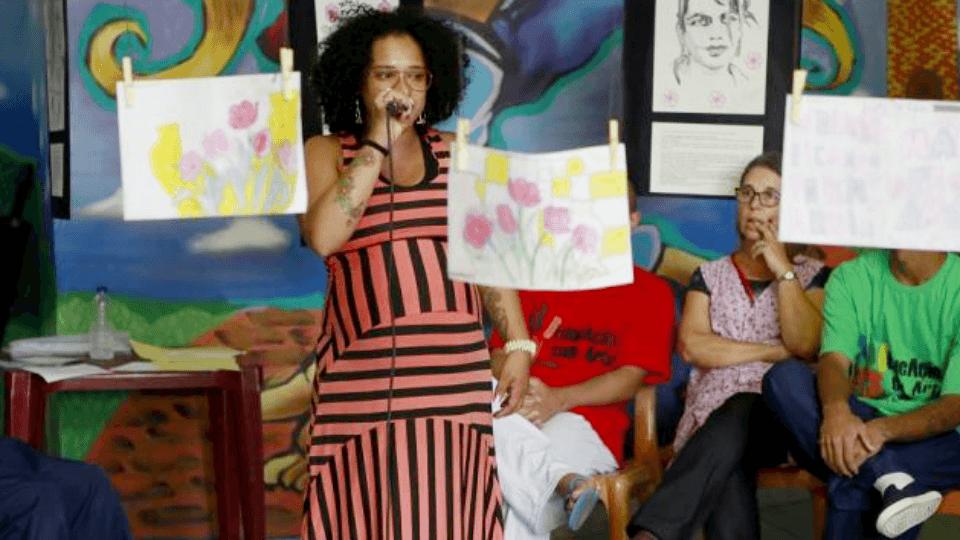 Exposição traz trabalhos de jovens do projeto Educação com Arte