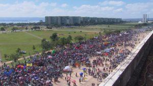 Manifestação da Greve Nacional da Educação ocupa parte da Esplanada dos Ministérios. Crédito: Reprodução/TV Globo.