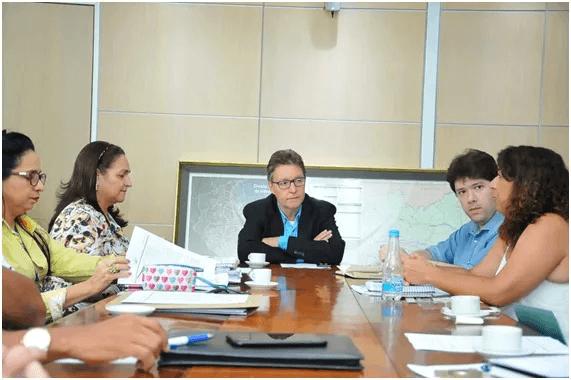 Prof. Luiz Castro (centro), secretário de Educação do Amazonas, recebeu representantes do CENPEC e da gestão atual para discutir avaliação do CEMEAM. Foto: Reprodução.