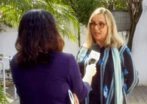 Mônica Gardelli Franco sendo entrevistada pela Globo News.