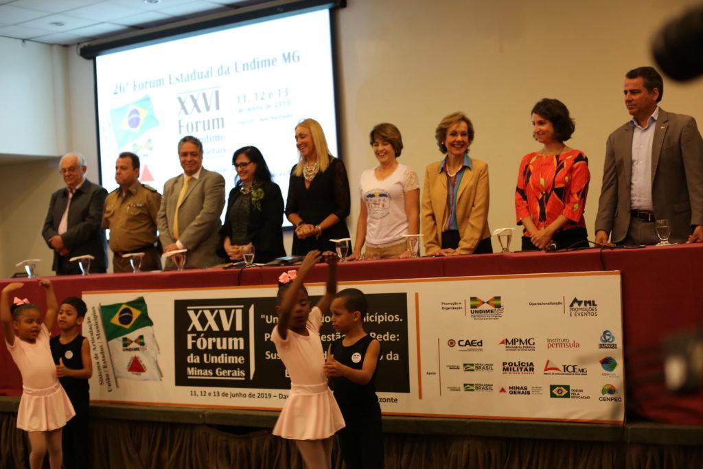 Apresentação infantil no 26º Fórum Estadual da Undime-MG. Foto: AMM/Reprodução.