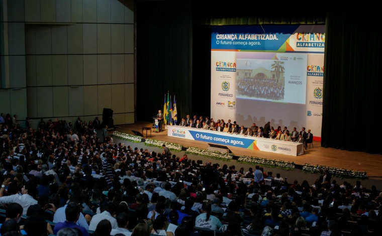 Lançamento do programa Criança Alfabetizada, no Recife (PE). Foto: Consed/Reprodução.