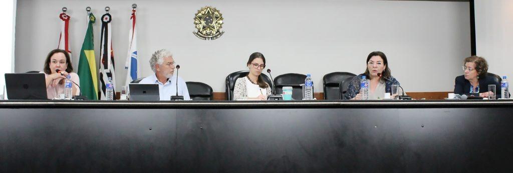 Da esquerda para a direita: Anna Helena Altenfelder, César Callegari, Gabriela Garcia, Selma Rocha e Ana Amélia Mascarenhas Camargos. Foto: João Marinho.