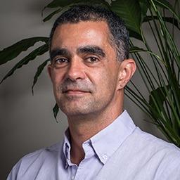 Prof. Eduardo Marques.