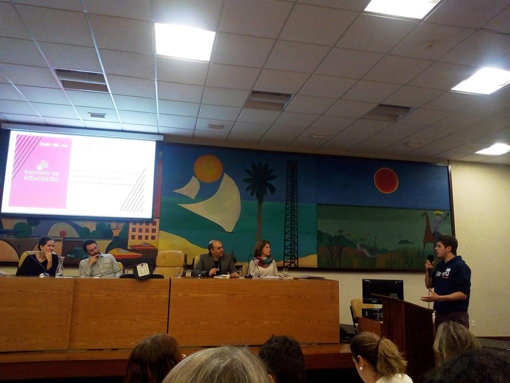 Durante o ciclo de debates, participantes presentes no auditório puderam encaminhar perguntas aos especialistas.