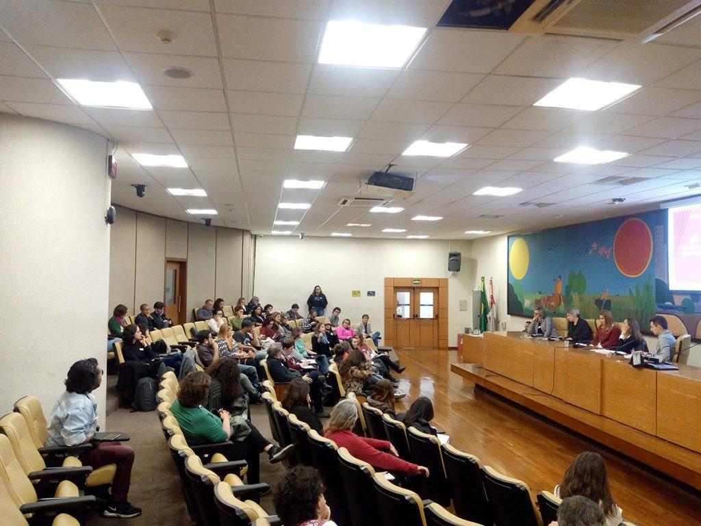 Entre 100 e 170 pessoas estiveram presentes em cada uma das mesas de debate durante o lançamento da Bancada da Educação, no auditório Prestes Maia da Câmara Municipal de São Paulo.