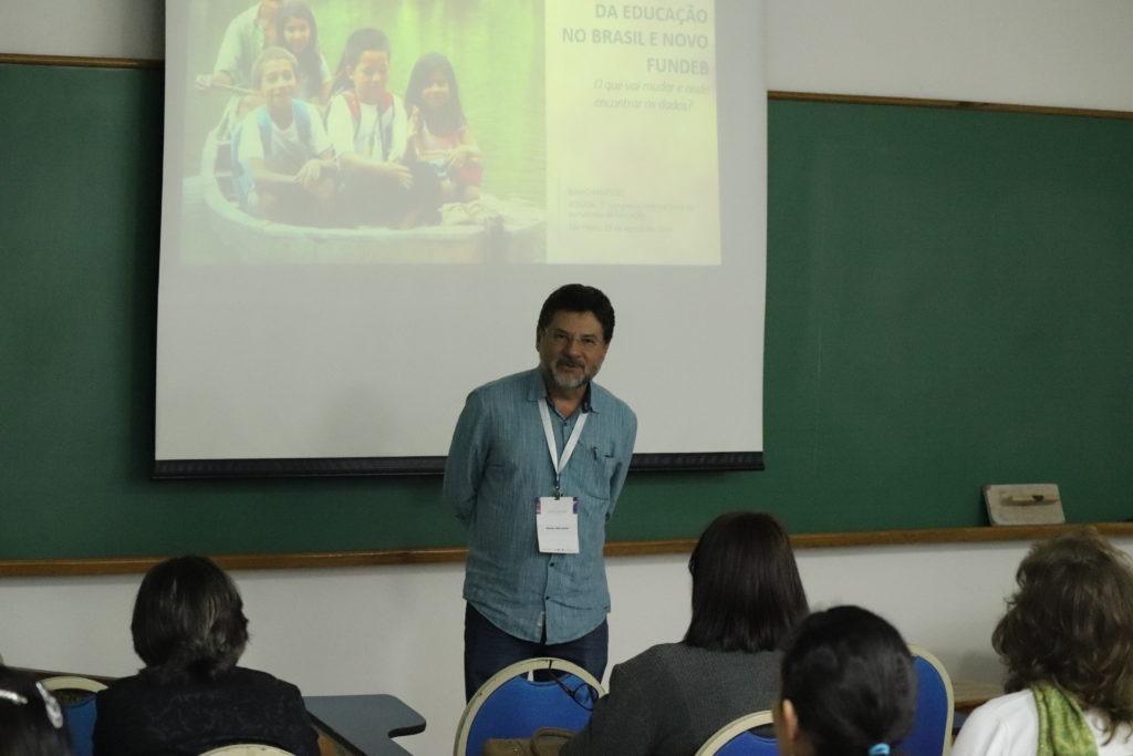 """Binho Marques, conselheiro do CENPEC Educação, na oficina """"Financiamento: o que vai mudar com o novo Fundeb e onde encontrar os dados""""."""