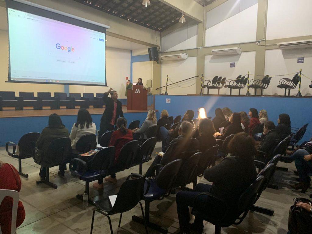 Oficina na macrorregião de Bauru da Undime-SP. A macrorregião é coordenada pelo secretário de Educação de Agudos (SP), Rafael Lima Fernandes.