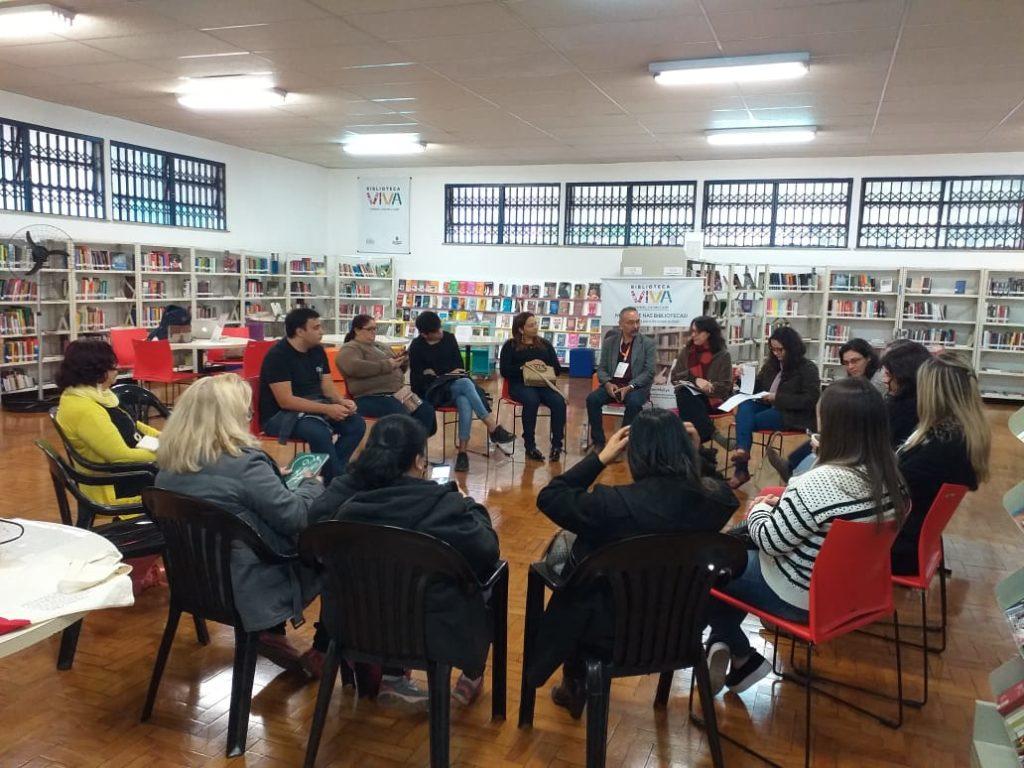 Oficina na Biblioteca Monteiro Lobato.
