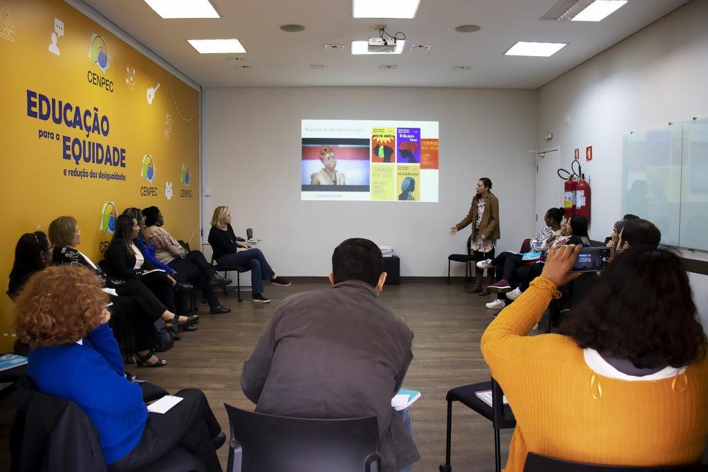 Cerca de 30 pessoas participaram da oficina sobre currículo e educação integral no CENPEC Educação