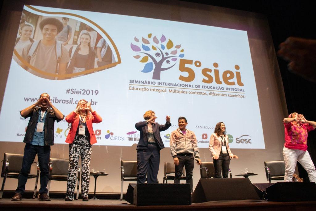 Encerramento da mesa sobre currículo e educação integral no 5º SIEI.