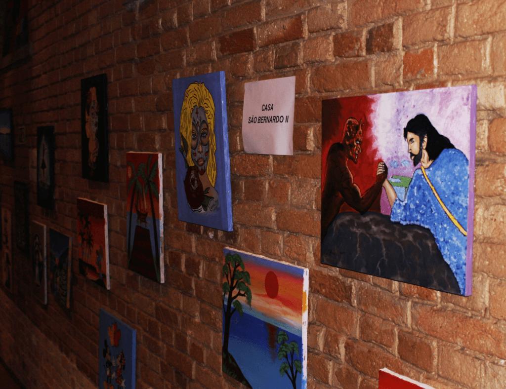Telas, esculturas, artesanato e obras escritas por adolescentes foram expostos no Auditório do Catavento Cultural.