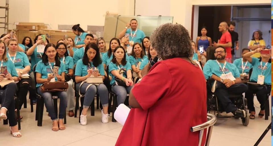 Conceição Evaristo em palestra a professores
