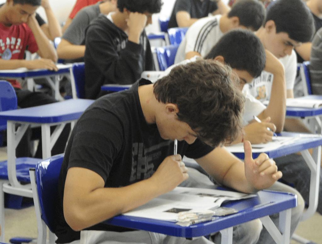 Estudantes do ensino médio em aula. Foto: Prefeitura de Cotia/SP