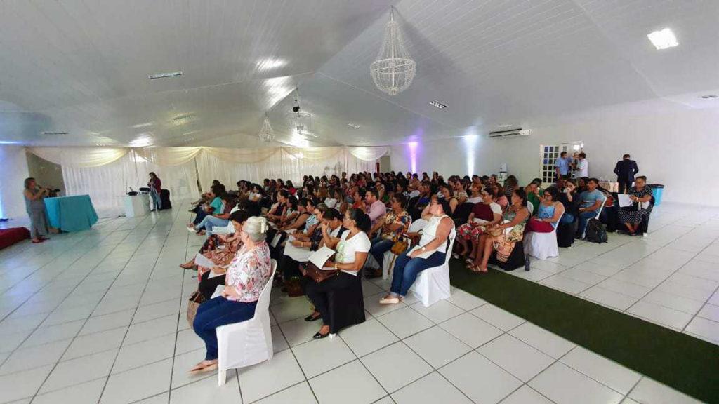 Cerca de 120 pessoas estiveram presentes na apresentação do Apoio Pedagógico Complementar e na formação do módulo de planejamento.