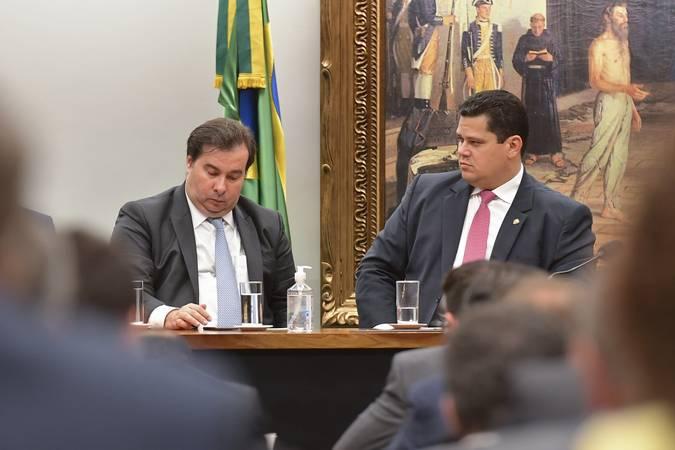 odrigo Maia e Davi Alcolumbre durante ato conjunto que alterou regras de tramitação das medidas provisórias. Foto: Marcos Brandão/Senado Federal.
