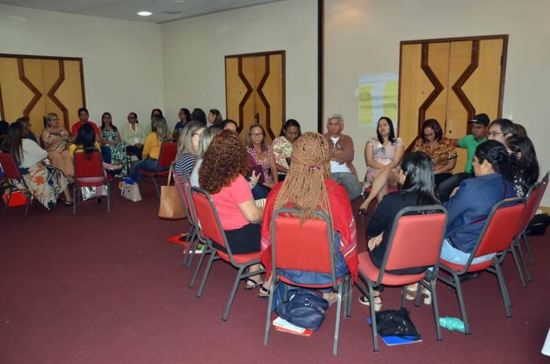 Pessoas reunidas em sala, com formação presencial no Pará.