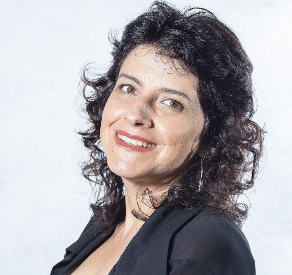 Fotografia de Beatriz Cortese, gerente de Tecnologias Educacionais do CENPEC Educação.