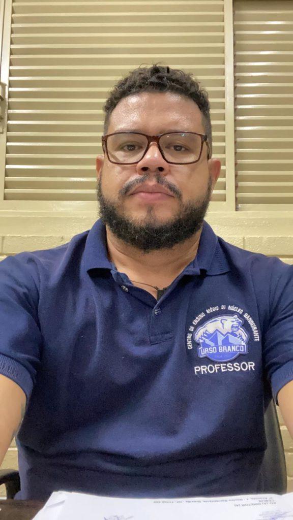Fotografia de Dreithe Thiago Ribeiro de Carvalho, diretor do Centro de Ensino Médio Urso Branco (CEMUB), da rede pública de Brasília.