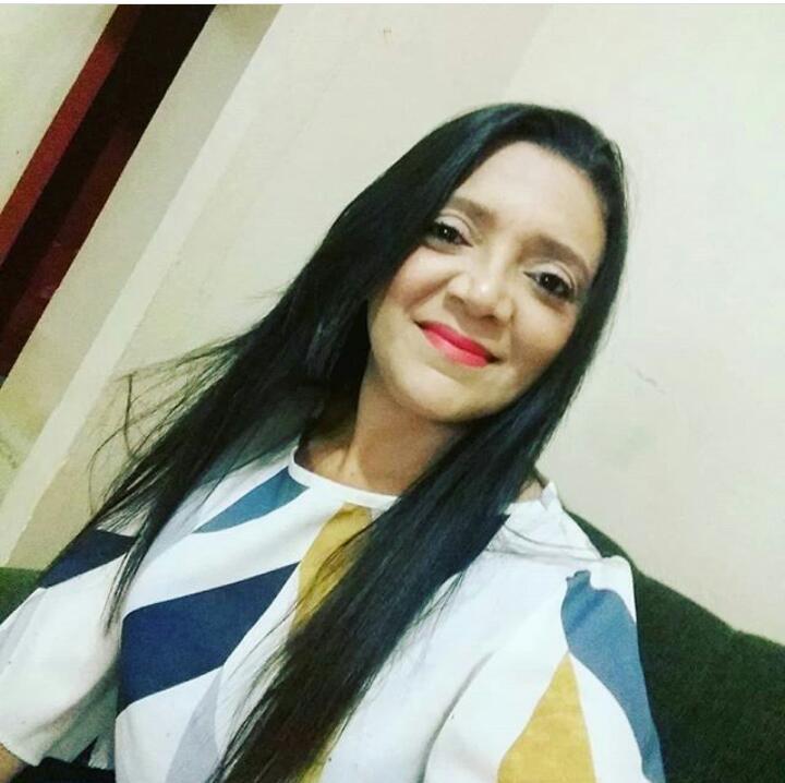 Fotografia de Erasma de Macedo Alves, secretária municipal de educação de Curral Novo do Piauí (PI).