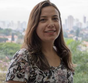 Fotografia de Adriana Silvia Vieira, coordenadora de Tecnologias Educacionais do CENPEC Educação.