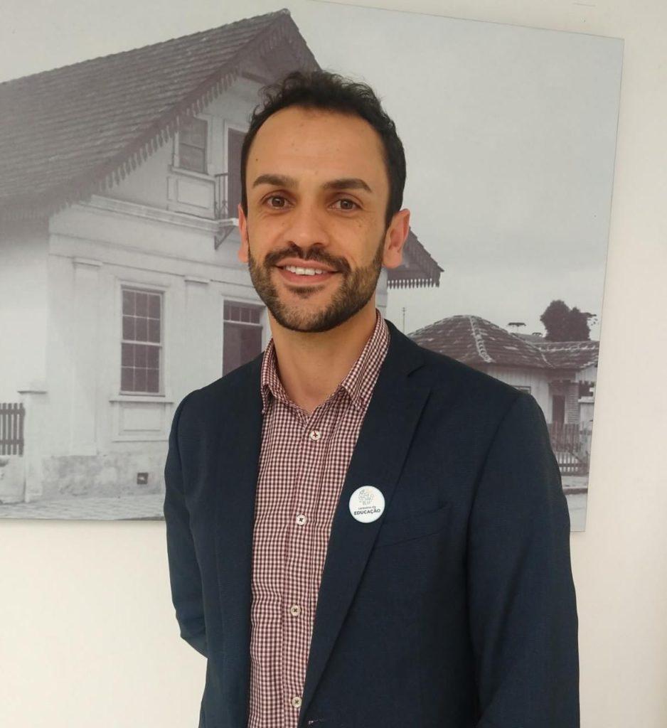 Fotografia de Jucie Parreira dos Santos, Secretário Municipal de Educação e Cultura de Almirante Tamandaré (PR).