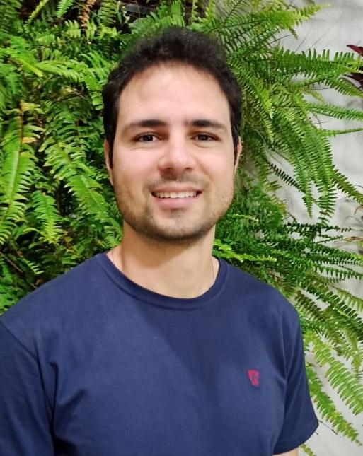 Imagem do professor de Biologia Henrique Pereira, que desenvolveu o projeto com seus alunos na 6ª edição do Prêmio Respostas para o Amanhã.