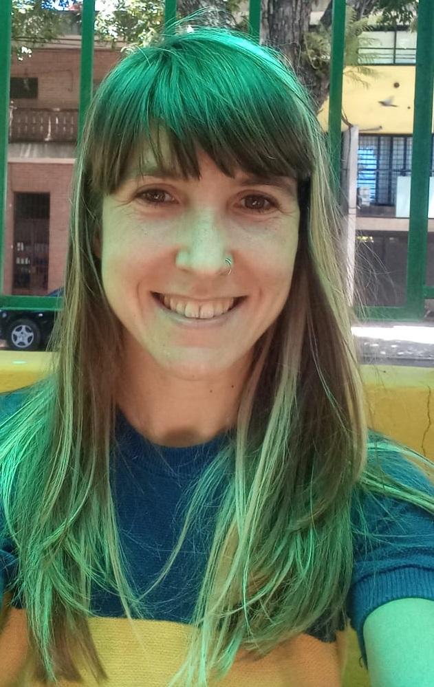 """Imagem de María Luna Kelly, coordenadora do Programa """"Disseminação de aprendizagem e serviço solidário no Brasil"""" no CLAYSS - Centro Latino-americano de Aprendizagem e Serviço Solidário."""