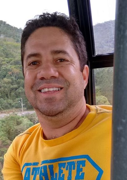 Imagem de Helder Júnio de Souza, professor de História da Escola Estadual Prof. Zoroastro Vianna Passos, em Sabará (MG).