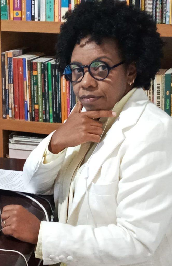 Imagem de Iara Viana, assessora chefe na Subsecretaria de Desenvolvimento da Educação Básica da Secretaria de Estado de Educação de Minas Gerais.