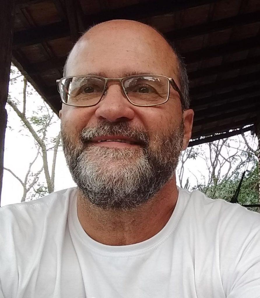Imagem de Luiz de Vasconcellos Ferreira, professor de Geografia da Escola Básica Municipal Maria Tomázia Coelho, em Florianópolis (SC).