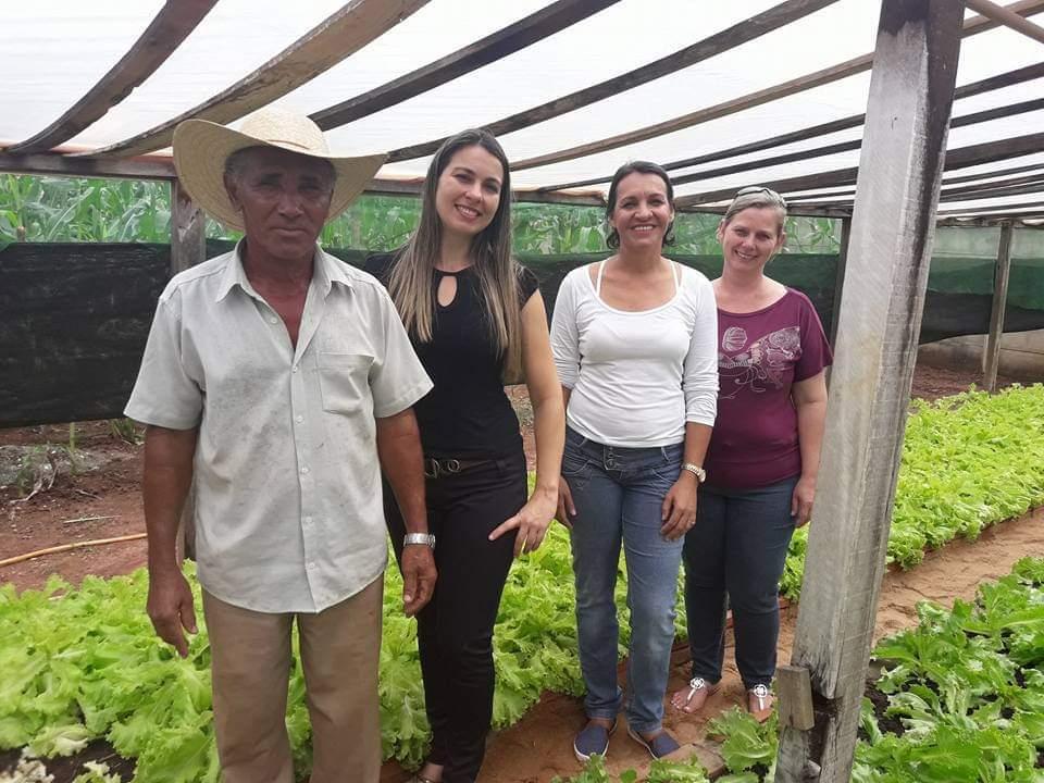 Equipe da horta escolar da Escola Municipal Paulo de Almeida Costa (Porto dos Gaúchos/MT).  - alimentação escolar e direito à educação